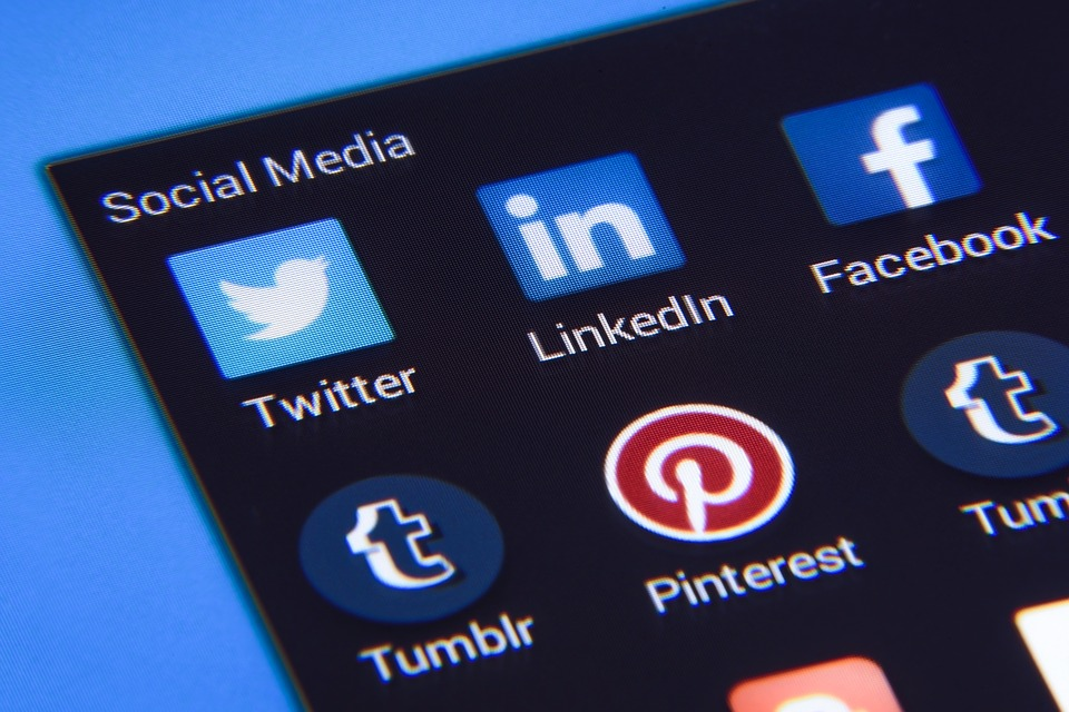 LinkedIn - The Top 4 Tips to Use Social Media in Your Job Search